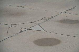 `Piso de concreto irregular